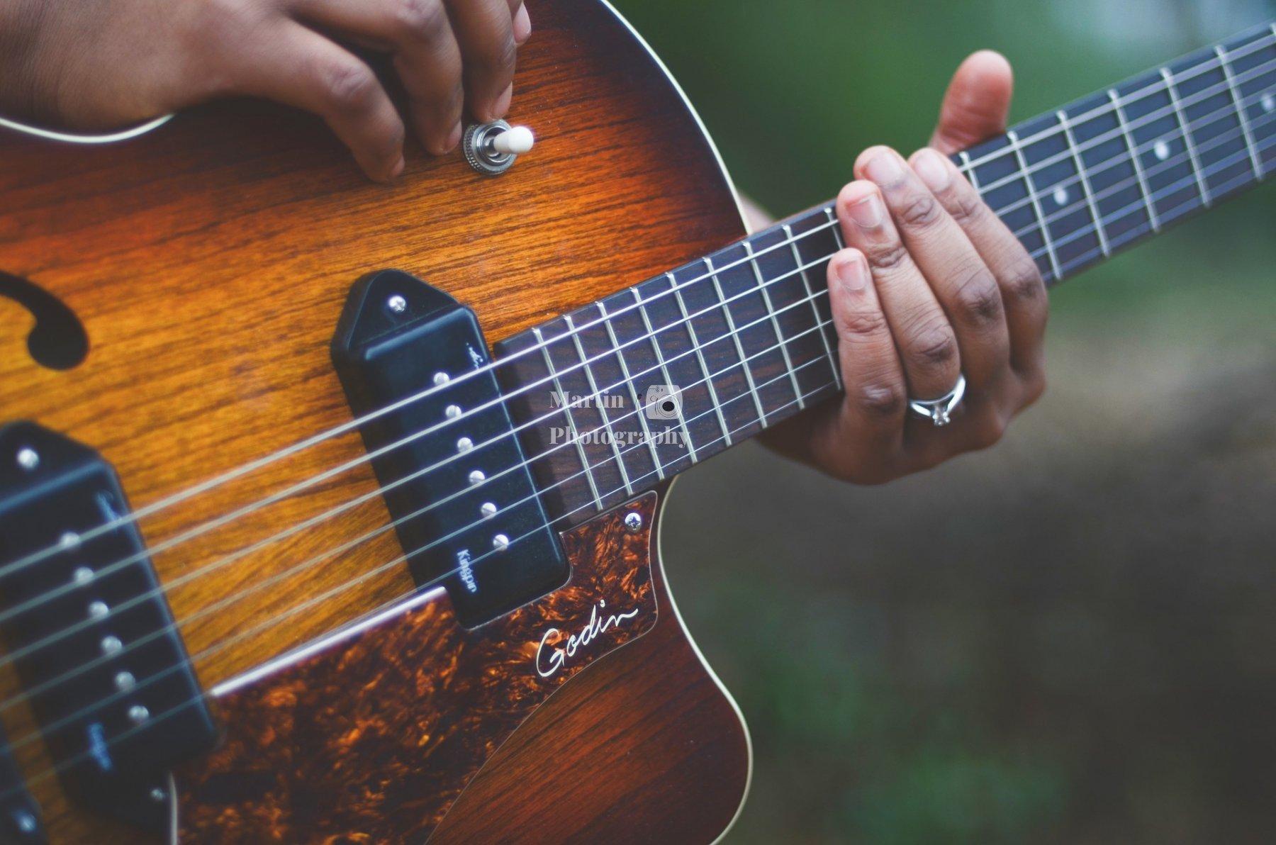 guitar-1537991_1920
