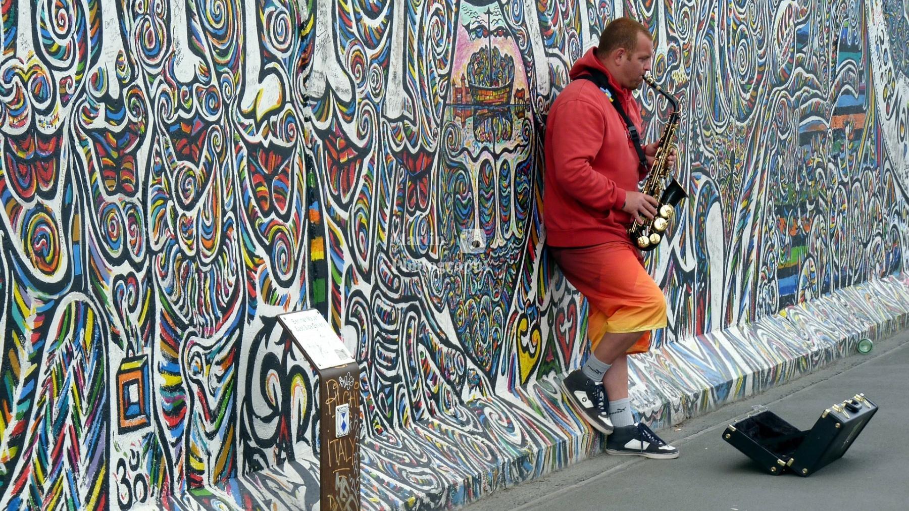 street-musicians-337047_1920